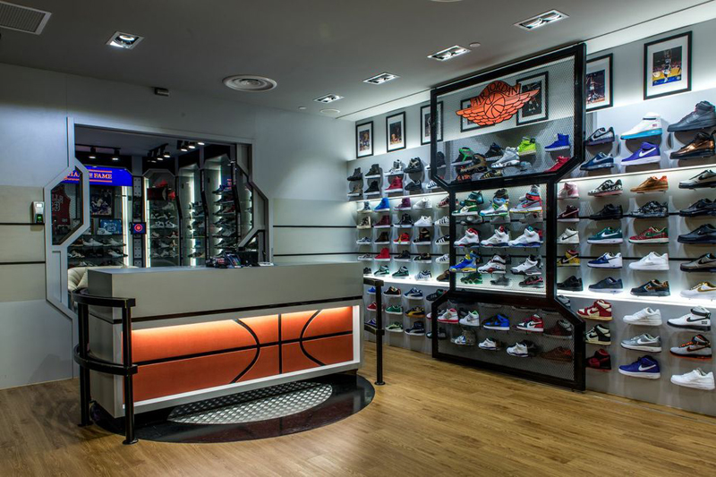 Browse our online store to find the latest collections of basketball shoes from the worlds best brands such as Air Jordan, Nike, Under Armour and more, featuring signature ranges from the likes of Michael Jordan, LeBron Jame and Kyrie Irving – just to name a few.
