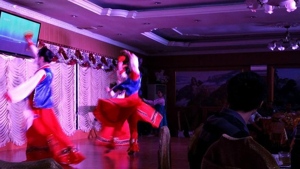 pyongyang-restaurant-phnom-penh-cambodia-dance