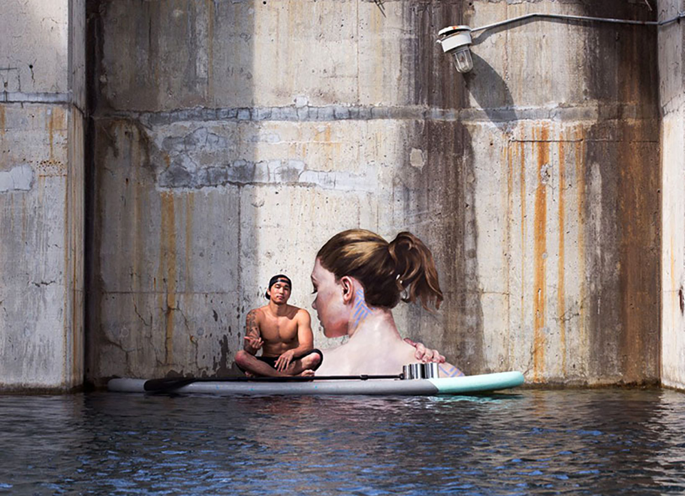hula-paints-hyper-realistic-bathing-ladies-from-his-surfboard-designboom-06
