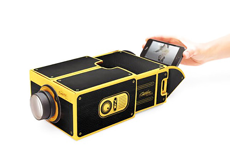 Smartphone-Projector-2.0-Black-and-Gold-01