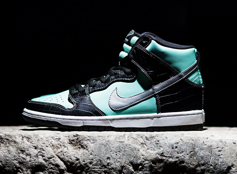 hot sale online ba005 ad1f9 Release of the Week: Diamond Supply Co. x Nike SB Dunk High ...