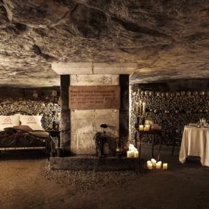 airbnb-halloween-catacombs-paris-2