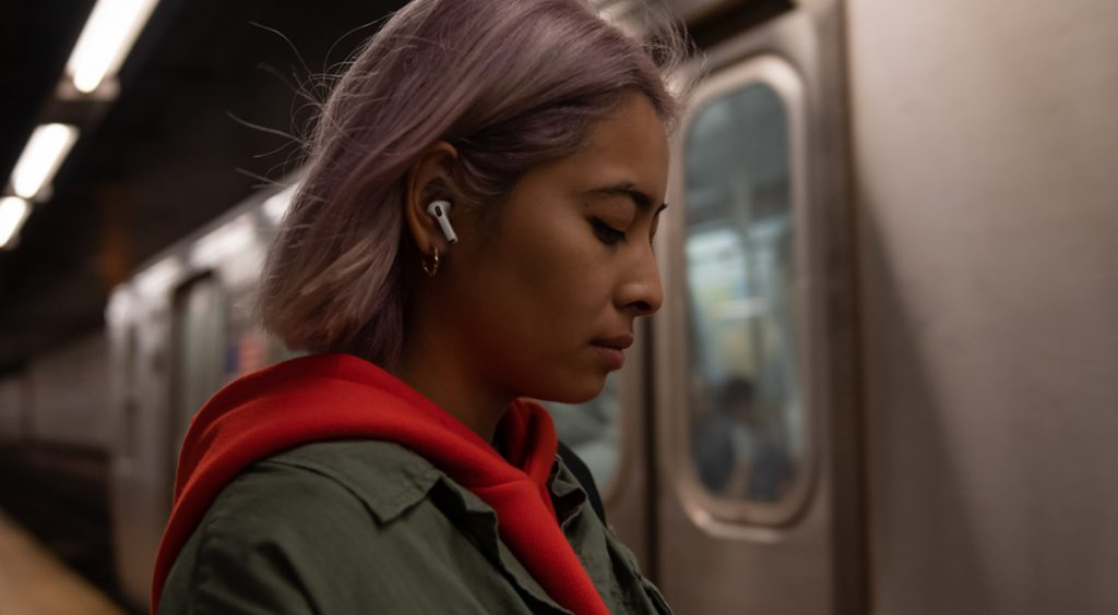 apple airpods banner 1