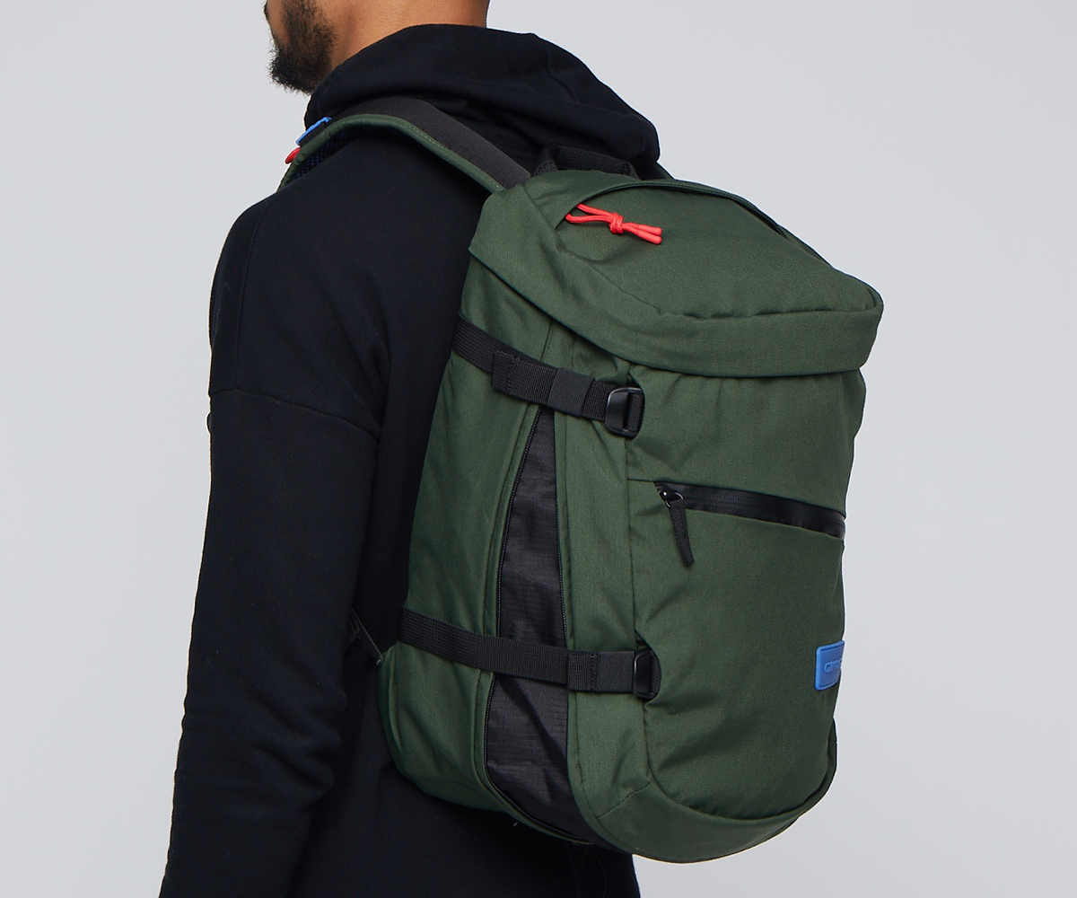 Christmas gift guide 2019 above 100 Crumpler Tuckerbag