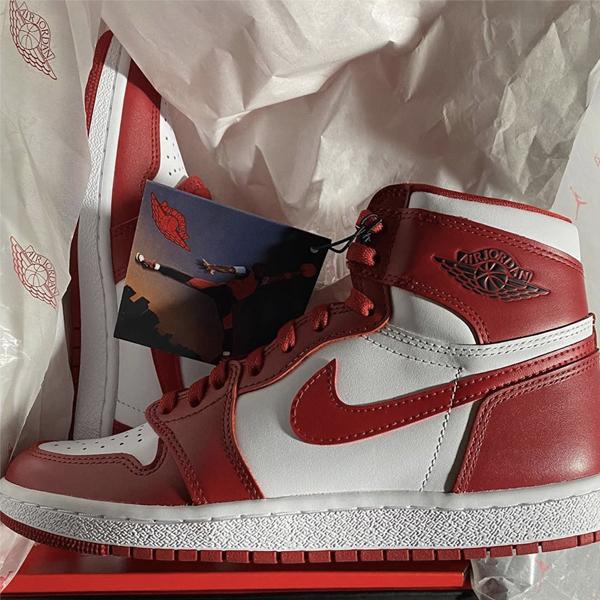 Air Jordan AJ1 with tag