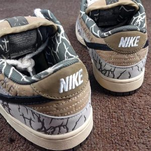 Travis Scott x Nike SB Dunk Low heel